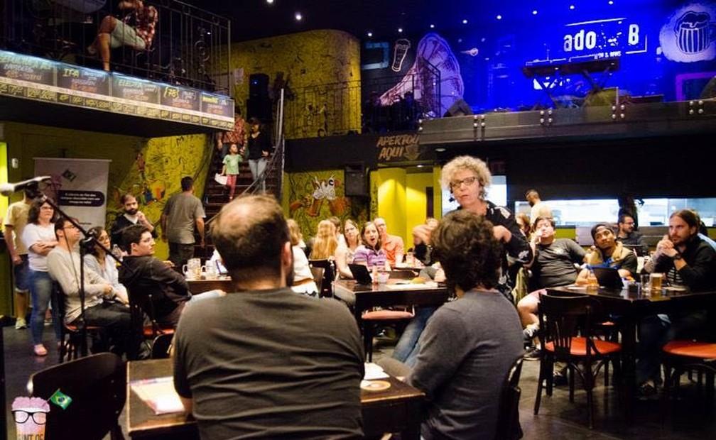 """Festival """"Pint of Science"""" leva ciência para bares de 85 cidades — Foto: Ana Arnt"""