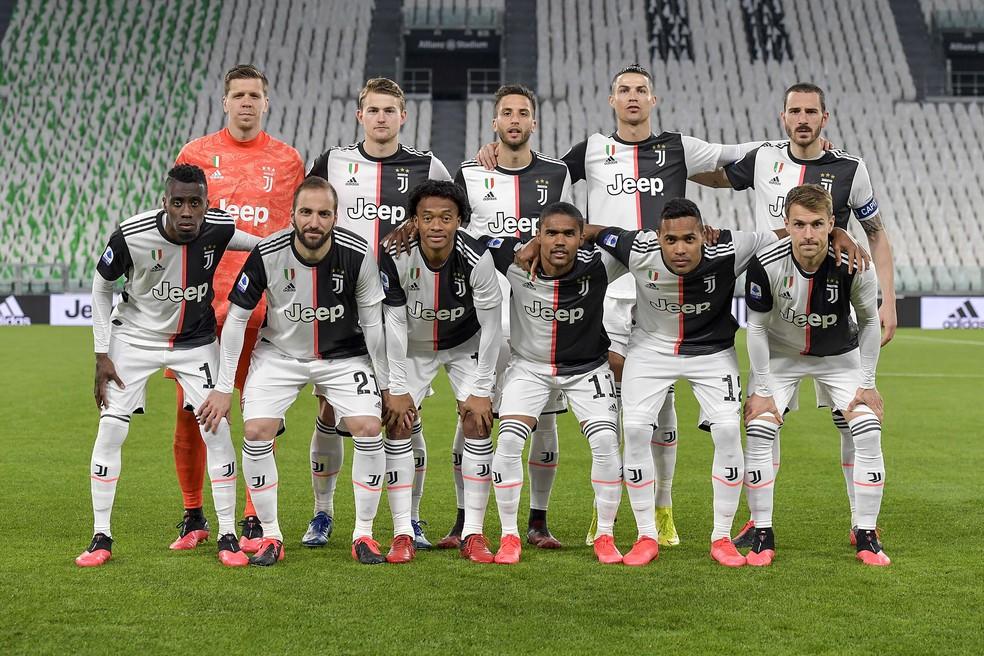 Time da Juventus posado antes do jogo contra a Inter de Milão no início de março — Foto: Getty Images