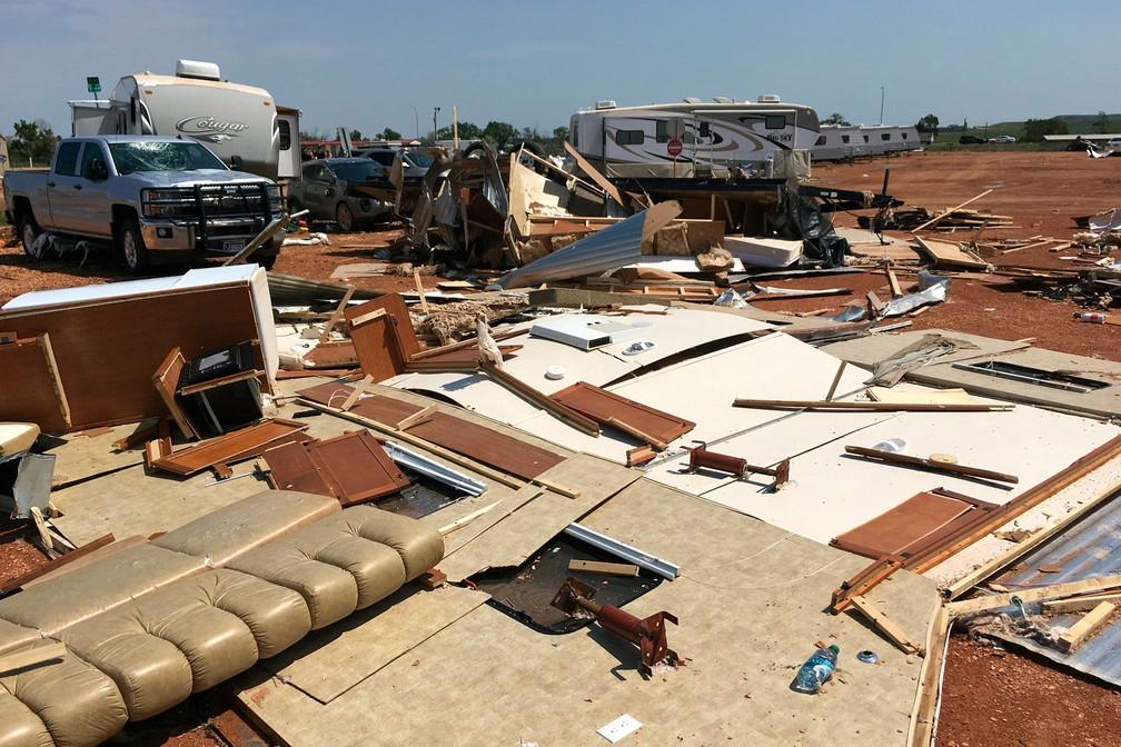 -  Tornado atingiu um estacionamento de trailers na Dakota do Norte, na terça-feira  10   Foto: Mike McCleary/The Bismarck Tribune via AP