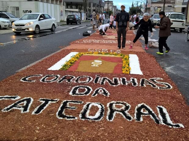 Dia de Corpus Christi tem procissão e missa em Feira de Santana (Foto: Ed Santos/ Acorda Cidade)