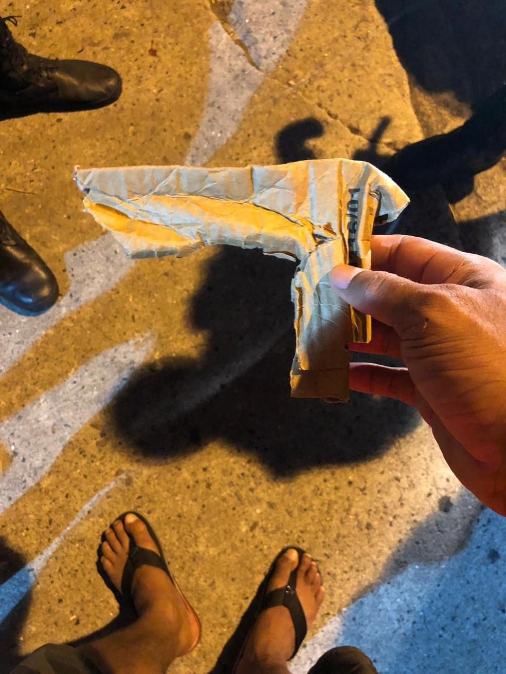 Simulacro de arma usada pelo assaltante na abordagem a Polyana Viana — Foto: Arquivo pessoal