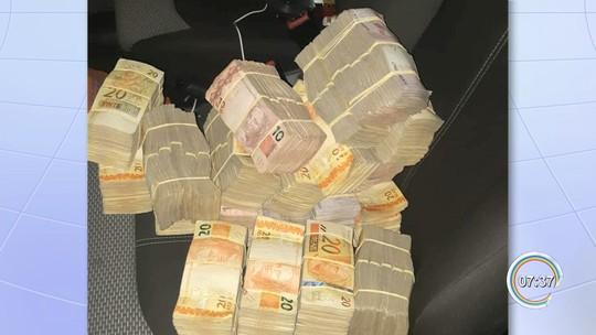 PRF apreende R$ 170 mil em fundo falso de carro na Fernão Dias em Vargem