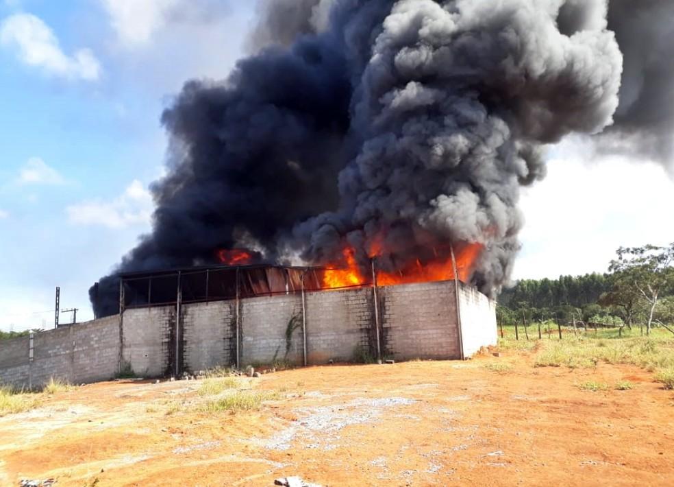 Incêndio atinge depósito de recicláveis em Boa Esperança — Foto: Corpo de Bombeiros