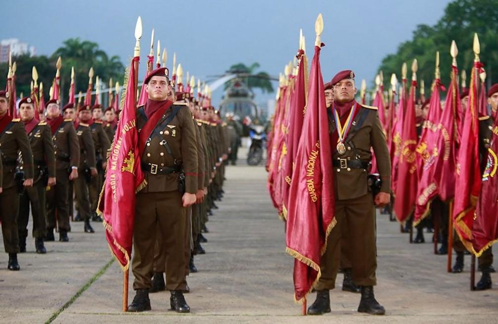 -  Guarda Nacional Bolivariana em formação  Foto: Reprodução/Twitter/EjercitoFANB