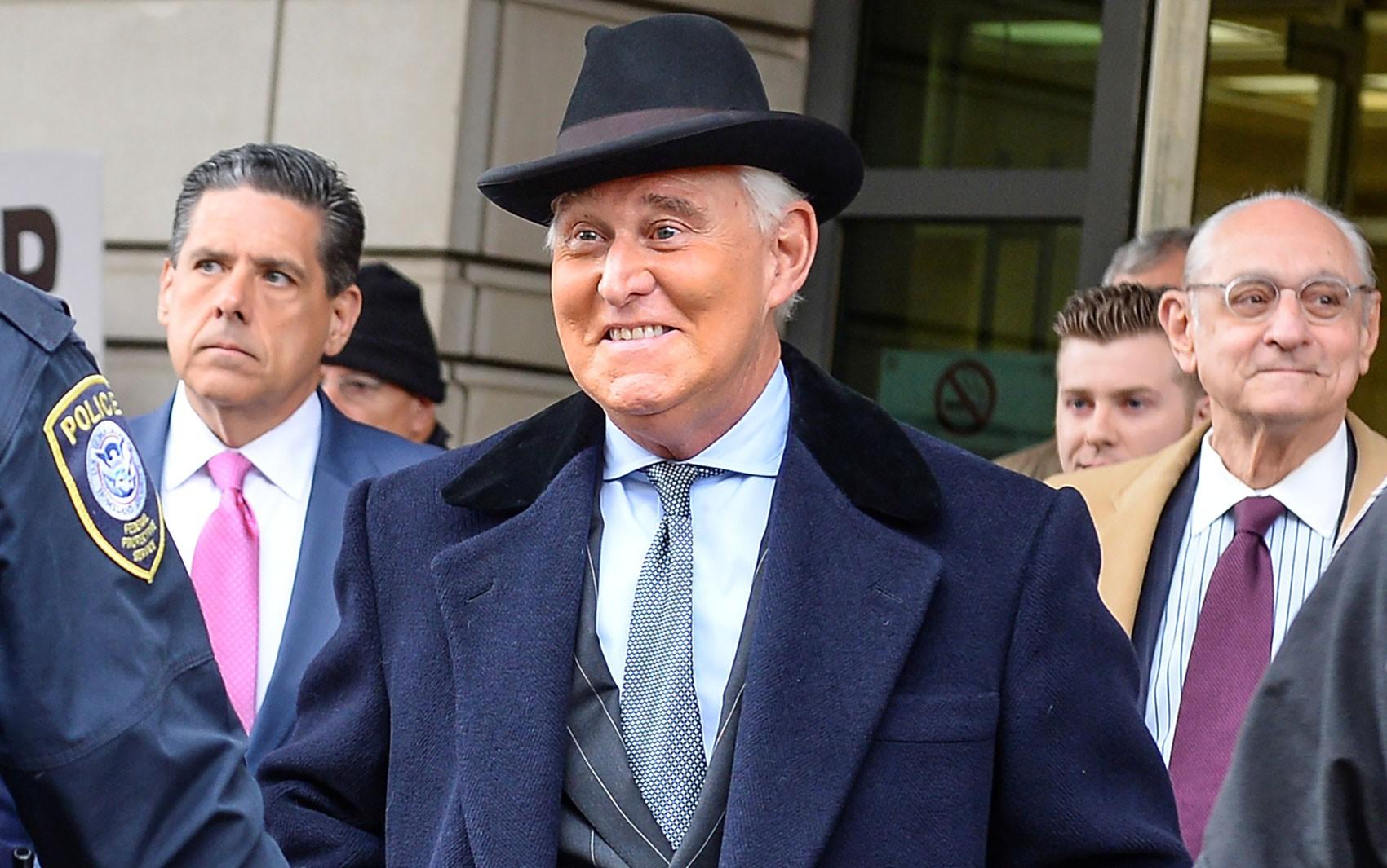 Roger Stone, amigo de Trump condenado a 3 anos de prisão, deve ser preso no dia 14