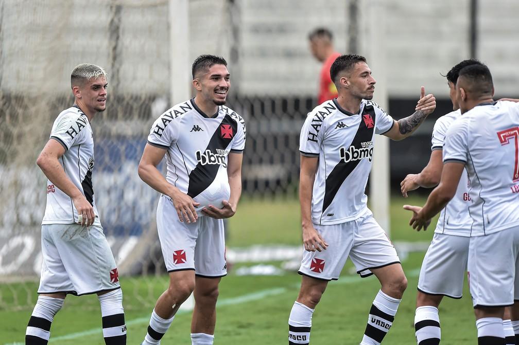 Gabriel Pec, Andrey e Caio Lopes, do Vasco — Foto: Thiago Ribeiro/AGIF