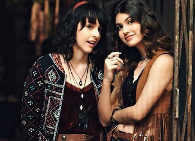 Manoela Aliperti e Giovanna Grigio interpretam Lica a Samanta em trama teen (Foto: Reprodução/Instagram)