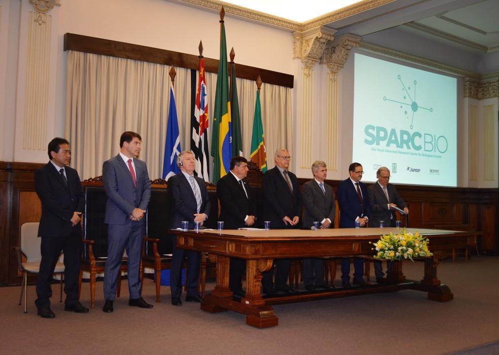 Representantes de empresas e órgãos no lançamento da SPARCBio em Piracicaba — Foto: Caroline Giantomaso/G1