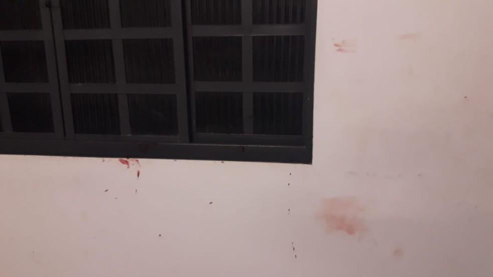 Marcas de sangue foram encontradas na casa após as agressões em Duartina  — Foto: Polícia Civil/ Divulgação