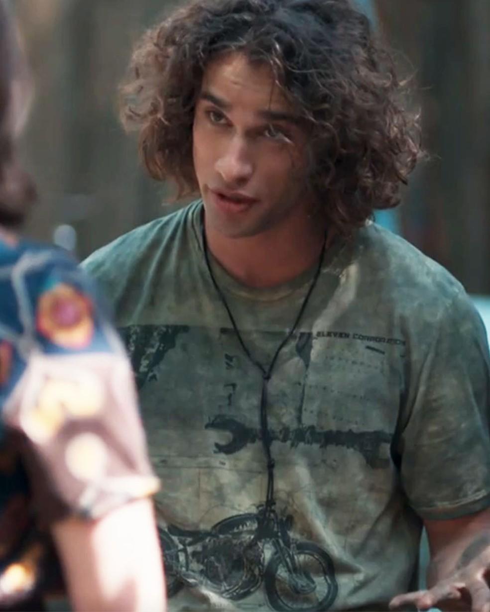 Keyla (Gabriela Medvedovski) fica surpresa com proposta de Deco (Pablo Morais) em 'Malhação - Viva a Diferença' — Foto: Globo