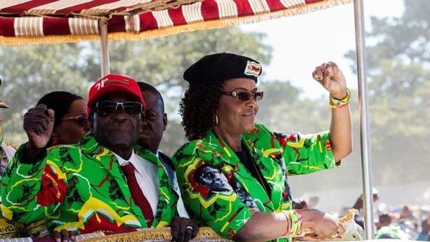Temor de que Grace Mugabe (à dir.) assumisse a presidência levou à intervenção do Exército (Foto: Getty Images via BBC)