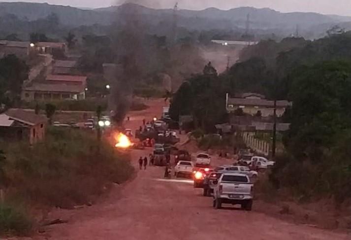 Manifestantes liberam BR-156 após interdição por protesto de moradores de Laranjal do Jari - Notícias - Plantão Diário