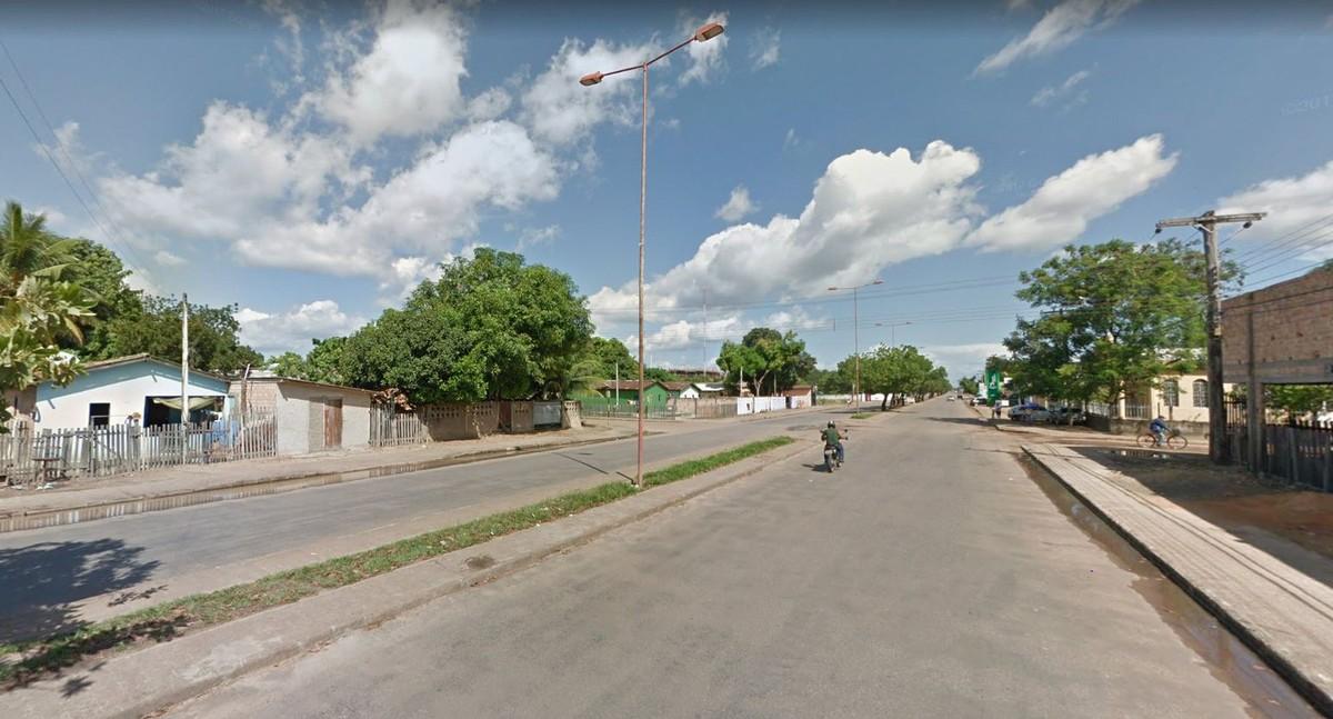 Motorista bêbado para carro no meio de avenida em Boa Vista e dorme com veículo ligado