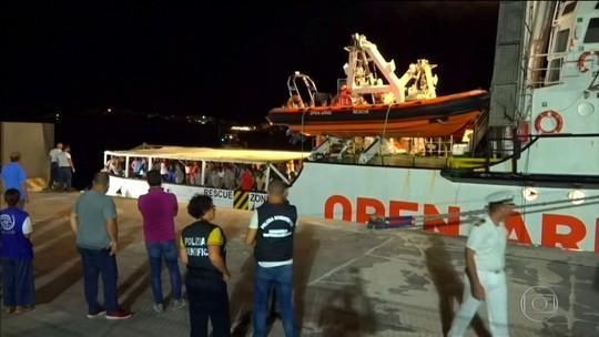 Navio espanhol vai para a Itália buscar quase 150 imigrantes resgatados por ONG