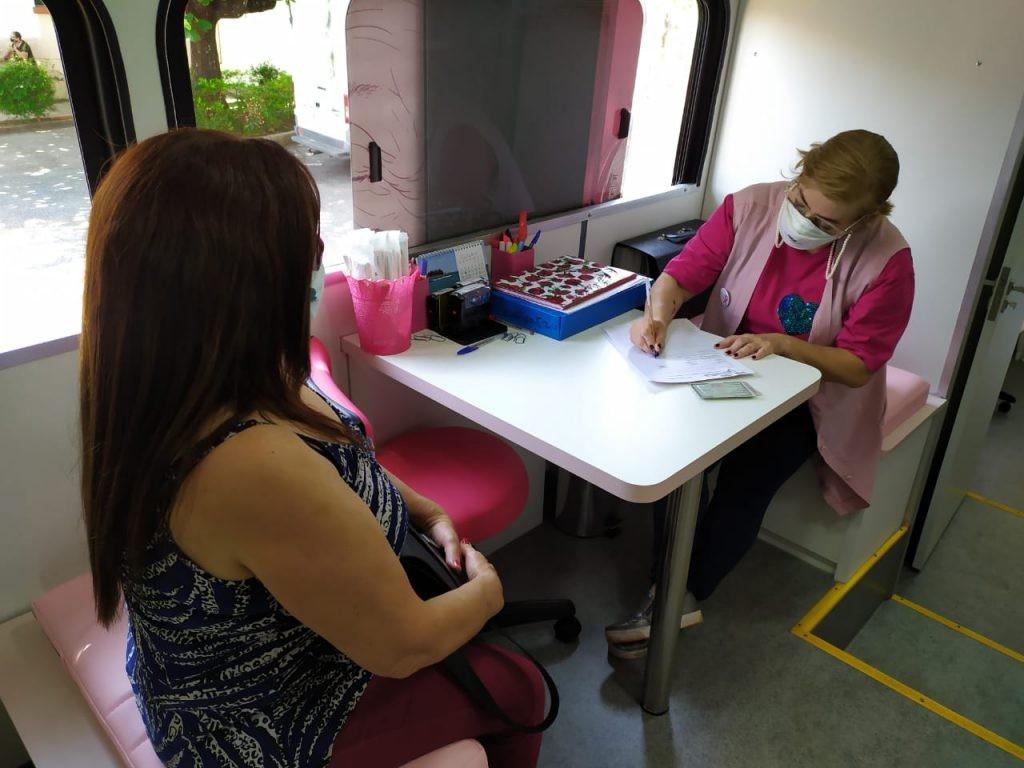Prefeitura de Sorocaba divulga agenda de agosto dos ônibus Rosa e Azul