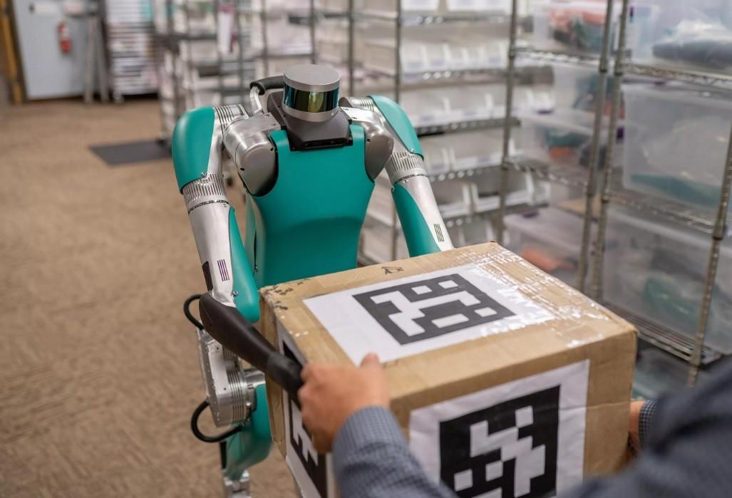 Robô consegue realizar entregar e interagir com humanos (Foto: Divulgação)