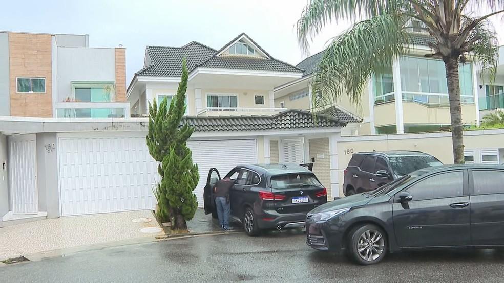 Ex-secretário de Planejamento de Itatiaia mora em um condomínio de luxo no Recreio dos Bandeirantes — Foto: Reprodução / TV Globo