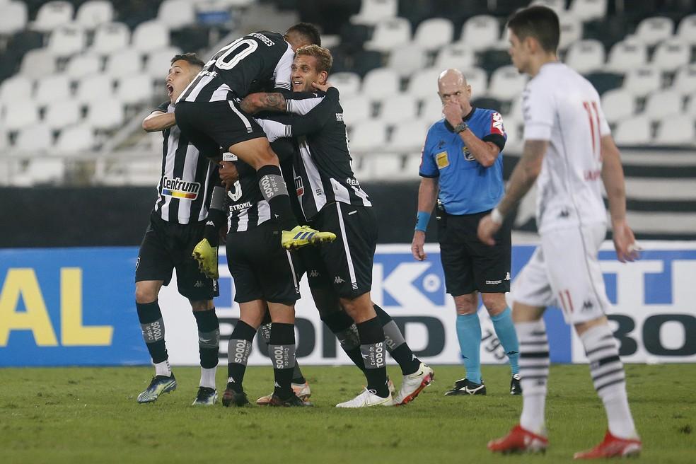 Com três mudanças e apático, Vasco foi presa fácil no clássico contra o Botafogo — Foto: Vitor Silva / Botafogo