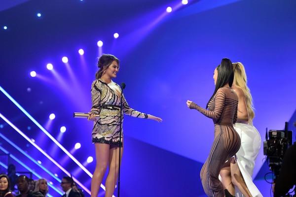 A socialite Kim Kardashian no palco do People's Choice Awards 2018 (Foto: Getty Images)