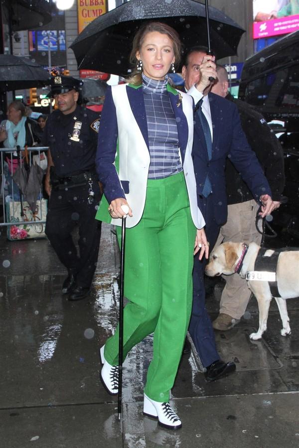 Blake Lively em Nova York ontem, 10/09, divulgando seu novo filme (Foto: Backgrid)