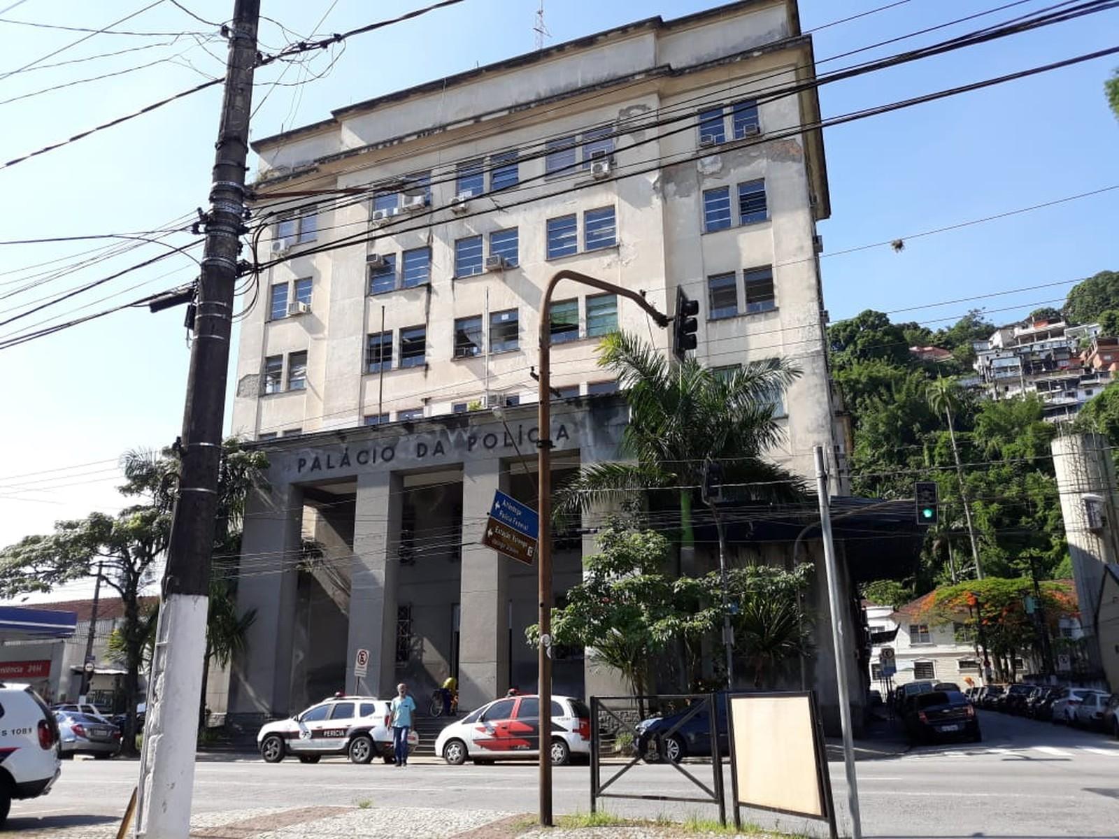 Transexual procura a polícia após ser ameaçada por grupo satânico em SP - Notícias - Plantão Diário