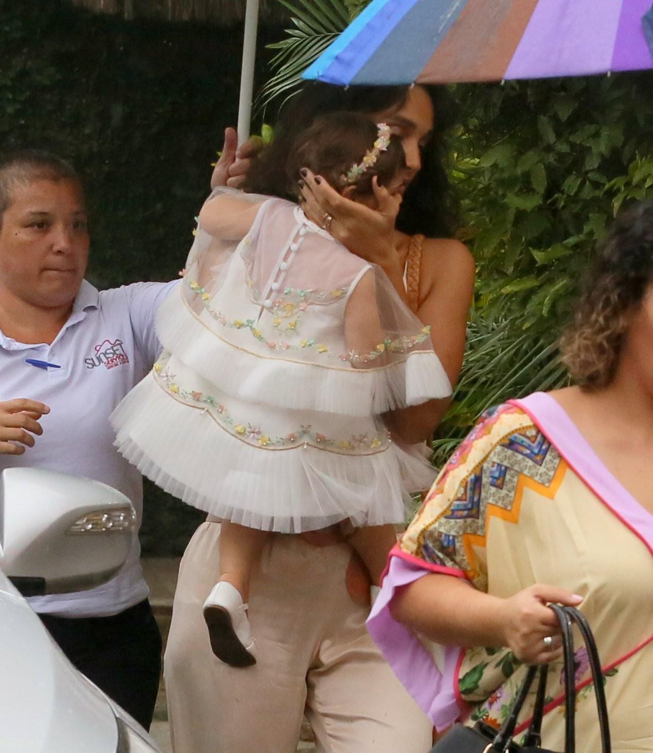 Débora Nascimento com Bella (Foto: Daniel Pinheiro/AgNews)