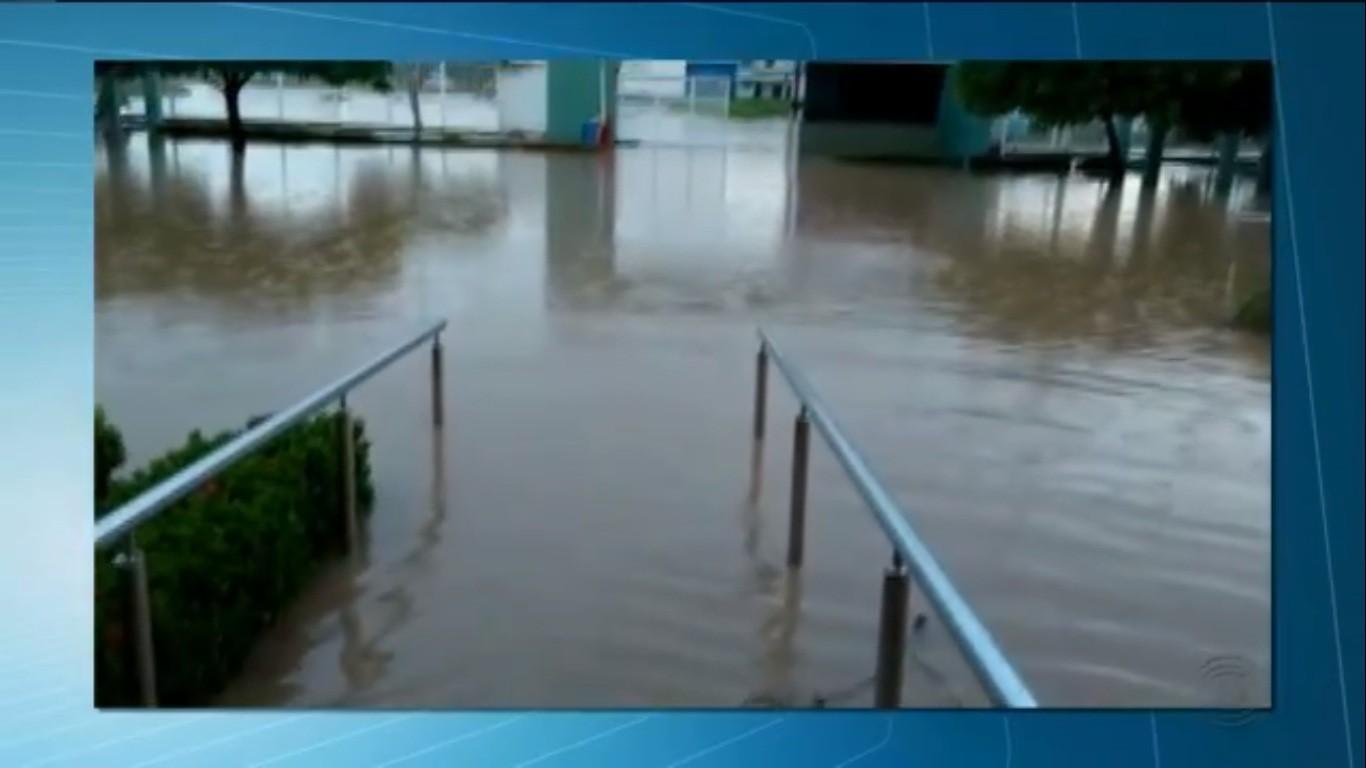 Sede do IFPB em Sousa é inundada após fortes chuvas na região - Noticias