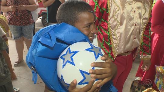 Jornal do Almoço distribui quase quatro mil brinquedos em SC
