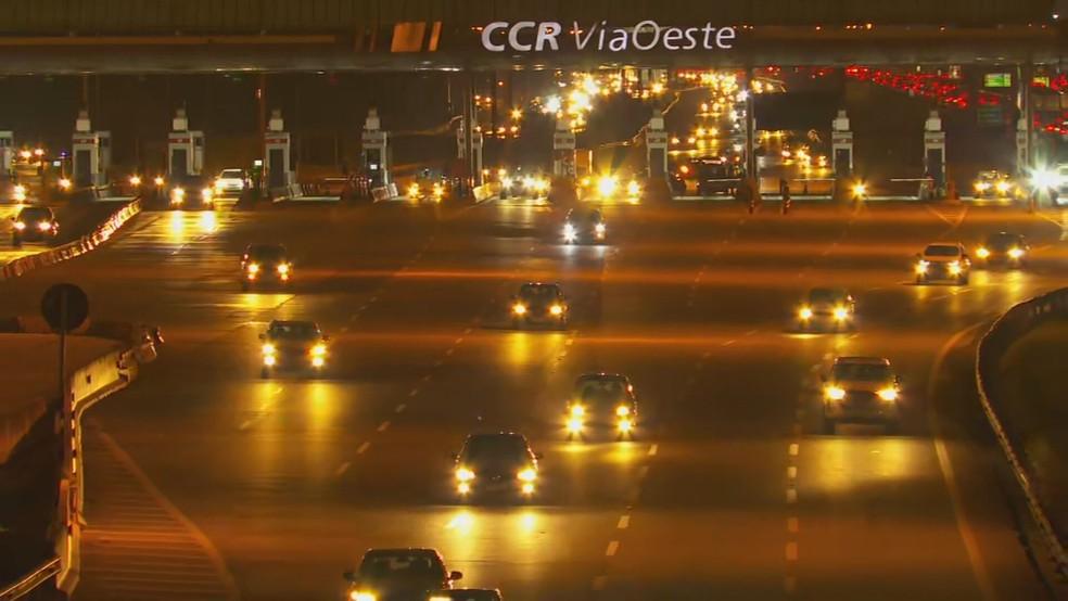Trânsito na Castello Branco na noite desta terça-feira (12). — Foto: Reprodução/TV Globo