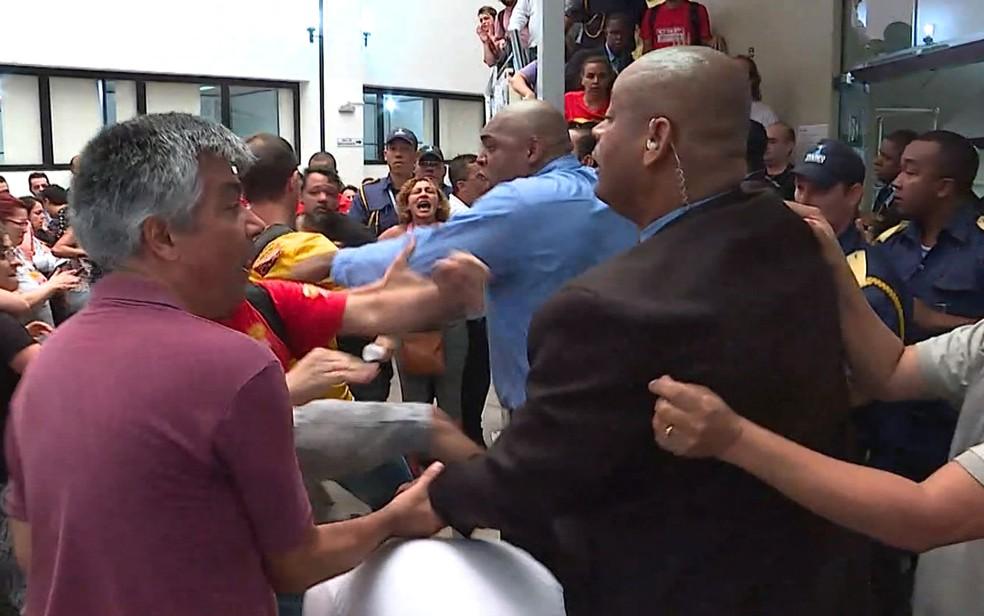 Ato na Câmara de Belo Horizonte tem tumulto. (Foto: Reprodução/TV Globo)