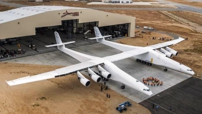 Stratolaunch Systems apresenta o maior avião do mundo