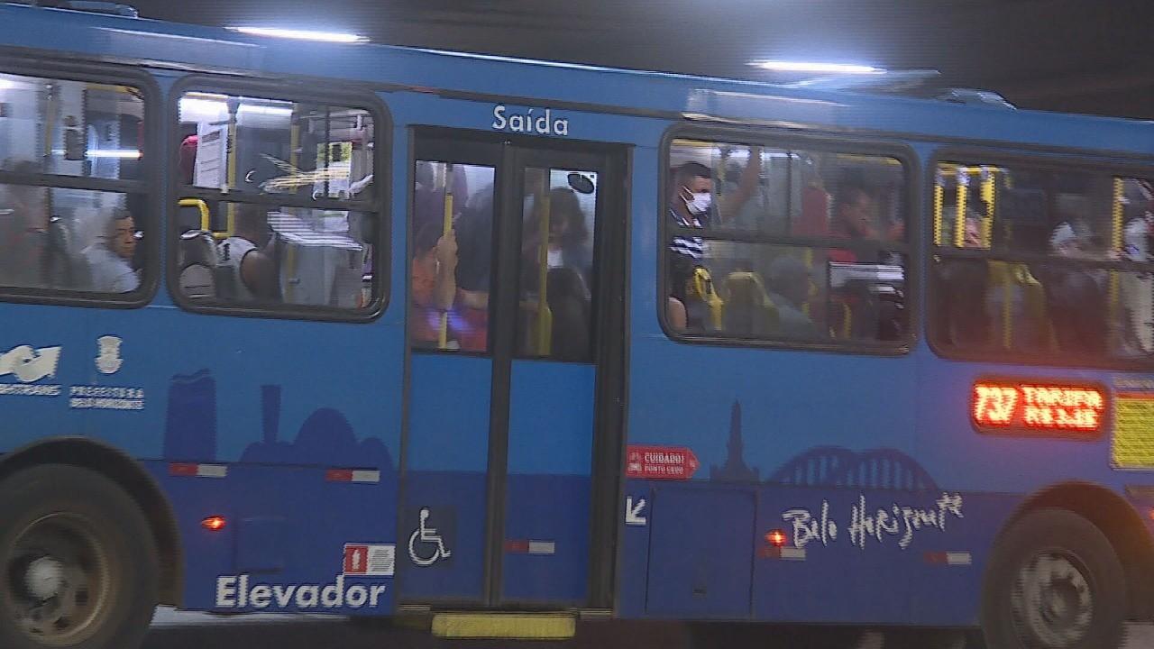 Acordo entre prefeitura e empresas permite que ônibus com até 12 anos circulem em Belo Horizonte