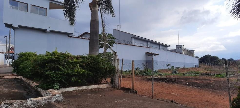 Horta em que os detentos teriam utilizado durante a fuga do Presídio de São Sebastião do Paraíso (MG) — Foto: João Daniel Alves/EPTV
