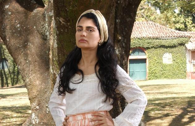 Em 2004, a atriz foi para Record e interpretou Rosa em 'A escrava Isaura' (Foto: Record)