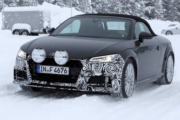 Audi TT reestilizado é flagrado na neve (Foto: Automedia)