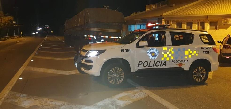Homem é preso após ser flagrado transportando drogas em rodovia — Foto: Polícia Militar Rodoviária/Divulgação