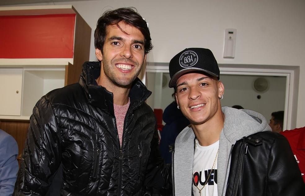Kaká e Antony estiveram na apresentação de Daniel Alves no São Paulo — Foto: Rubens Chiri/São Paulo FC