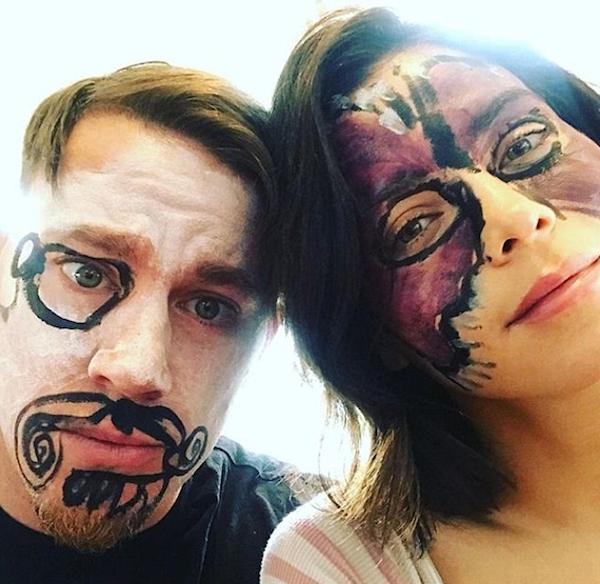 O ator Channing Tatum e a atriz Jenna Dewan Tatum com os rostos pintados pela filha (Foto: Instagram)
