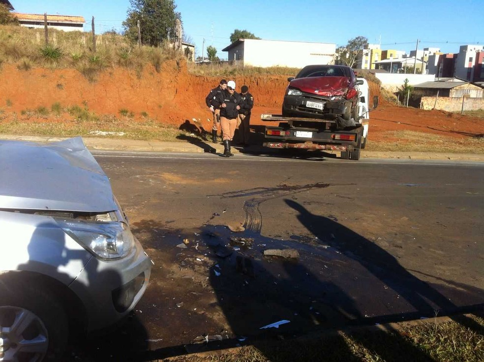 Batida aconteceu nesta manhã, em Guarapuava (Foto: Gilmar Correa/RPC)