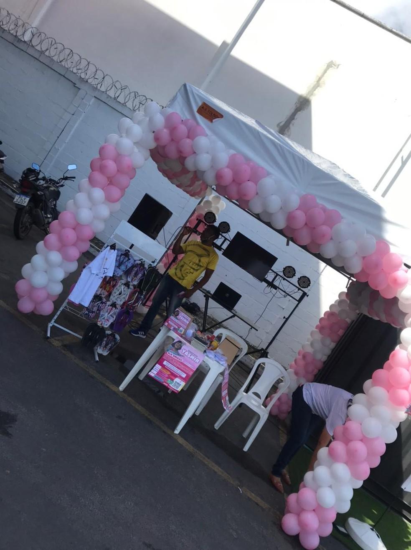 Drive thru foi montado em Feira de Santana para arrecadar dinheiro para a campanha — Foto: Arquivo Pessoal