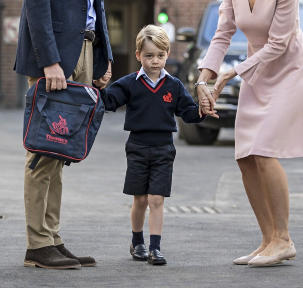 LONDON, ENGLAND - SEPTEMBER 7: Prince George of Cambridge arrives for his first day of school at Thomas's Battersea on September 7, 2017 in London, England. (Photo by Richard Pohle - WPA Pool/Getty Images) (Foto: Getty Images)