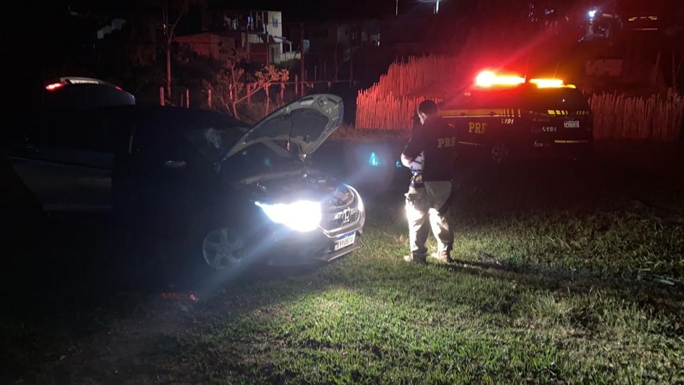 Carro roubado é recuperado pela PRF após perseguição na Via Dutra, em Resende — Foto: Divulgação/PRF