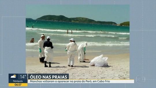 Óleo de vazamento chegou na Praia do Peró, em Cabo Frio