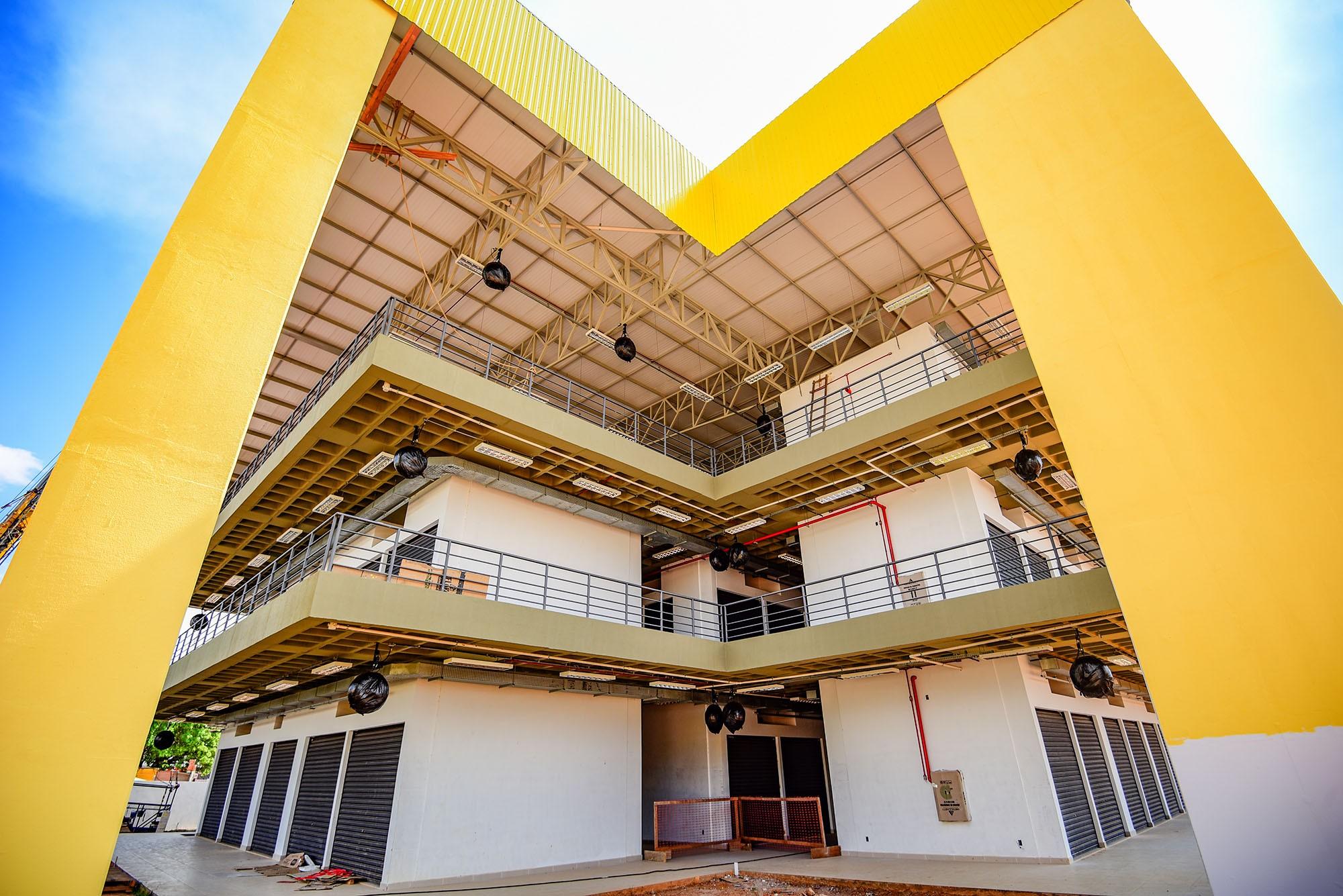 Após camelôs exigirem alterações, PL que prevê terceirização do Shopping Popular volta para Câmara