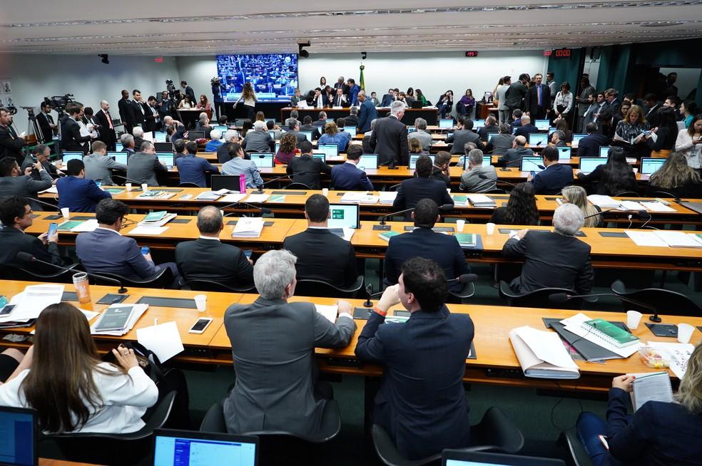 Comissão especial da Previdência durante sessão desta quarta-feira (3/7) — Foto: Pablo Valadares/Câmara dos Deputados