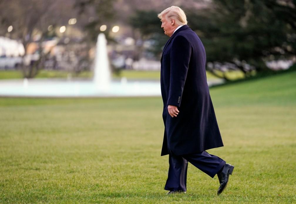 O presidente dos EUA, Donald Trump, no gramado da Casa Branca antes de partir para Michigan, nesta quarta-feira (18) — Foto:  REUTERS/Kevin Lamarque
