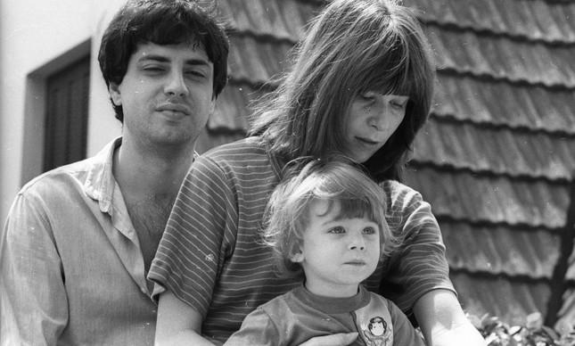 Rita Lee com Roberto Carvalho e o filho Beto, já com 2 anos, em 1979