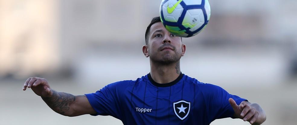 Matheus Fernandes? Nada disso! Leonardo Valencia foi quem teve a melhor média do Botafogo no fantasy game ? Foto: Vitor Silva/SSPress/Botafogo
