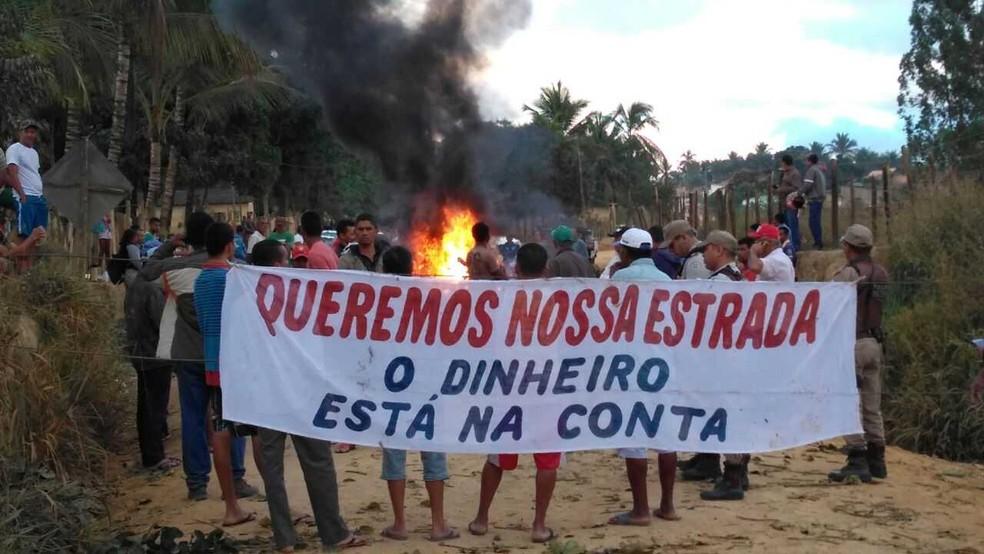 Protesto na zona rural de Eunápolis, na região sul da Bahia (Foto: Dilsin Carvalho/Arquivo Pessoal )