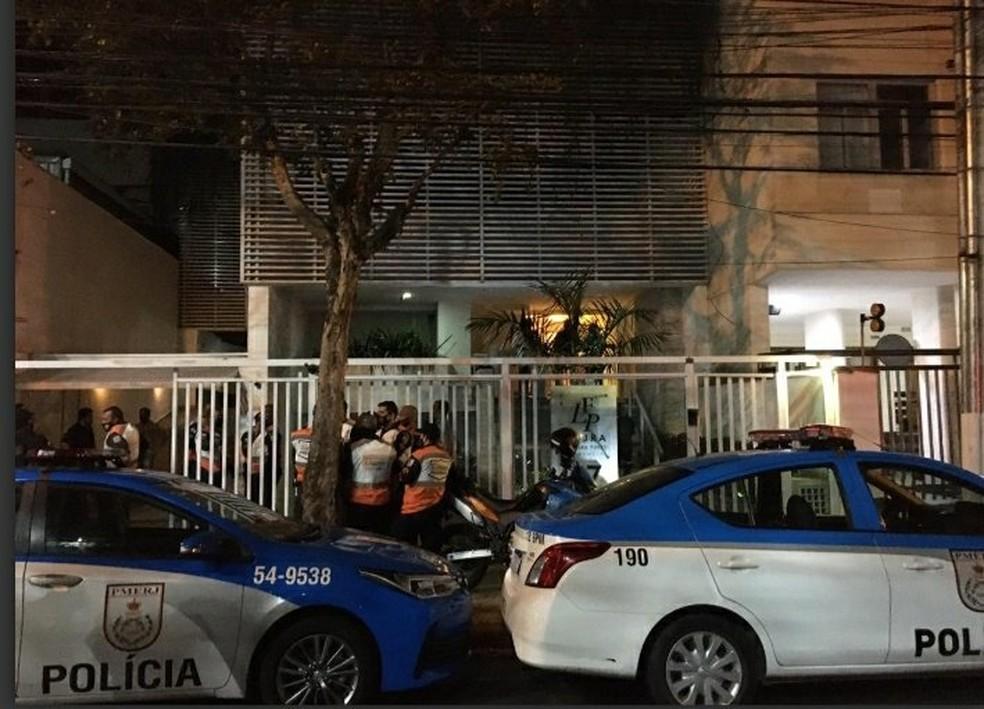 Agentes do 12º BPM (Niterói) foram acionados por volta das 0h para o endereço, que fica em Icaraí, na Região Metropolitana do Rio — Foto: Reprodução/Redes Sociais